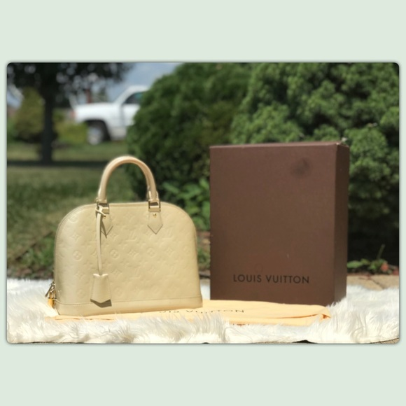 fcf70f7995bb Louis Vuitton Handbags - Louis Vuitton Vernis Alma PM bag